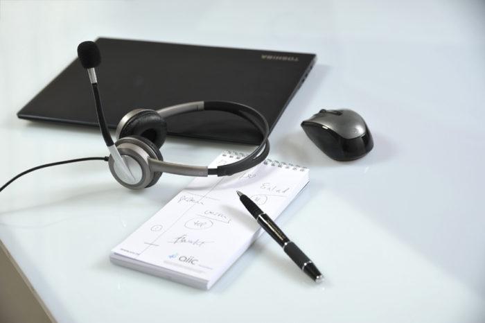 Laptop mit Headset
